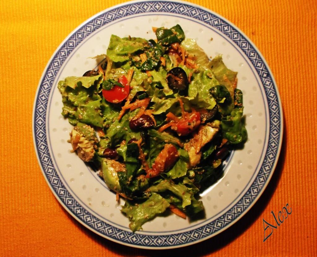 salata avokado